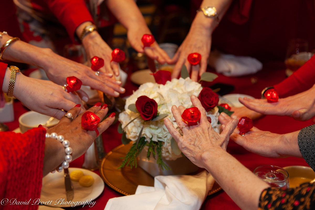 Red rings around centerpiece photo